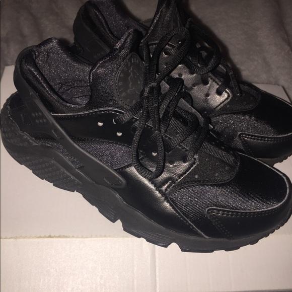 302eb3c072 Nike Huarache Sneakers. M_5bf819447386bcf893294709